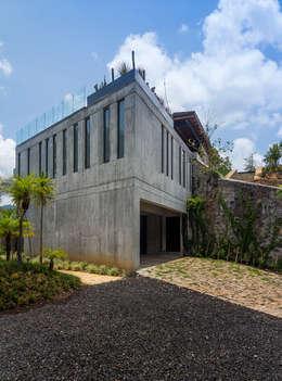 CASA RR: Casas de estilo moderno por BURO ARQUITECTURA