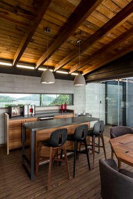 Salas / recibidores de estilo moderno por BURO ARQUITECTURA