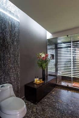 Projekty,  Łazienka zaprojektowane przez BURO ARQUITECTURA