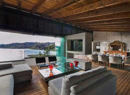 CASA RR: Salas de estilo minimalista por BURO ARQUITECTURA