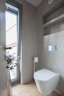 Projekty,  Łazienka zaprojektowane przez BESPOKE GmbH // Interior Design & Production