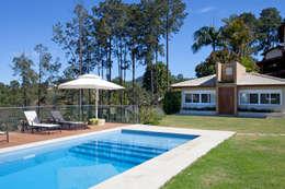 modern Pool by Samy & Ricky Arquitetura