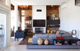 ห้องนั่งเล่น by Samy & Ricky Arquitetura