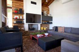 Salas / recibidores de estilo moderno por Samy & Ricky Arquitetura