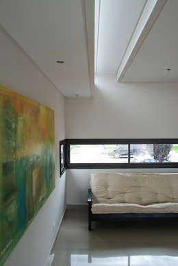 Projekty,  Salon zaprojektowane przez Bonomo&Crespo Arquitectura