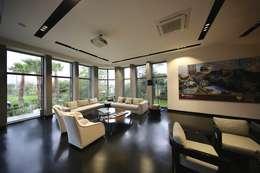Kerim Çarmıklı İç Mimarlık – Bekleme Salonu: modern tarz Oturma Odası