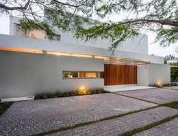 Projekty, nowoczesne Domy zaprojektowane przez Aulet & Yaregui Arquitectos