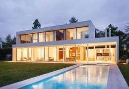Casa Forte: Casas de estilo moderno por Aulet & Yaregui Arquitectos