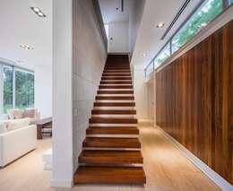 Projekty,  Korytarz, przedpokój zaprojektowane przez Aulet & Yaregui Arquitectos
