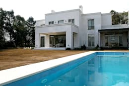 Casa Byrnes: Piletas de estilo moderno por Aulet & Yaregui Arquitectos