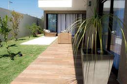 modern Houses by Camila Castilho - Arquitetura e Interiores