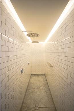 CASA EN HIPÓDROMO CONDESA: Spa de estilo moderno por TW/A Architectural Group