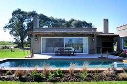 Piscinas de estilo  por Aulet & Yaregui Arquitectos