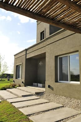 Aulet & Yaregui Arquitectos: modern tarz Evler