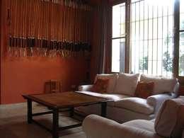 Von Neufforge: Livings de estilo colonial por Aulet & Yaregui Arquitectos