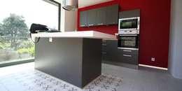 Rénovation d'une maison à Brest: Cuisine de style de style Moderne par Trace & Associes architecture