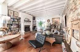 Residenza di campagna: Soggiorno in stile in stile Coloniale di Studio Maggiore Architettura