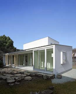 Projekty, nowoczesne Domy zaprojektowane przez 一級建築士事務所ヒマラヤ(久野啓太郎)