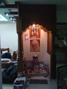 Mandir room: modern Living room by Alaya D'decor