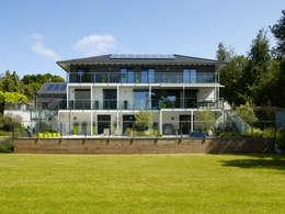 Projekty, nowoczesne Domy zaprojektowane przez Baufritz (UK) Ltd.