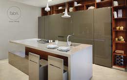 Cocinas de estilo moderno por FABRI