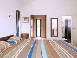 Projekty,  Sypialnia zaprojektowane przez Baufritz (UK) Ltd.