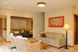 Livings de estilo moderno por Martins Valente Arquitetura e Interiores