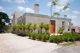RESIDENCIA CAMPO 2: Casas modernas por Martins Valente Arquitetura e Interiores