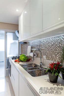 Cocinas de estilo moderno por Martins Valente Arquitetura e Interiores