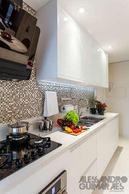 Projekty,  Kuchnia zaprojektowane przez Martins Valente Arquitetura e Interiores