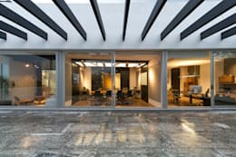 Oficinas Paseo Castelar : Casas de estilo moderno por Hansi Arquitectura