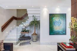 modern Corridor, hallway & stairs by Martins Valente Arquitetura e Interiores
