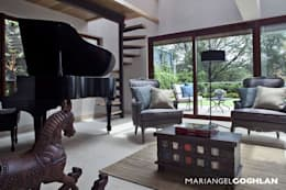 classic Living room by MARIANGEL COGHLAN