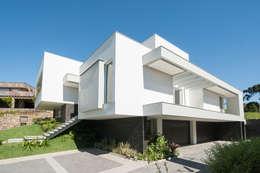 Nhà by Pinheiro Machado Arquitetura