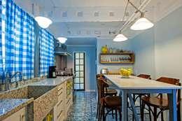 Cocinas de estilo rústico por Studio Boscardin.Corsi Arquitetura