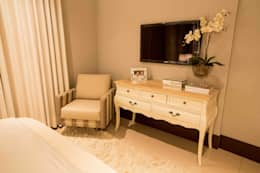 classic Bedroom by Piloni Arquitetura
