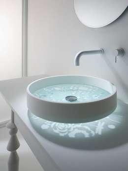 La vasque ronde: Salle de bain de style de style Moderne par Art D.D.C