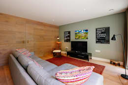 Salas de estilo moderno por Perfect Stays