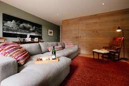 Projekty,  Salon zaprojektowane przez Perfect Stays