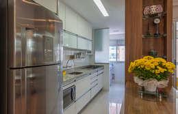 Cuisine de style de style Moderne par Eveline Maciel - Arquitetura e Interiores
