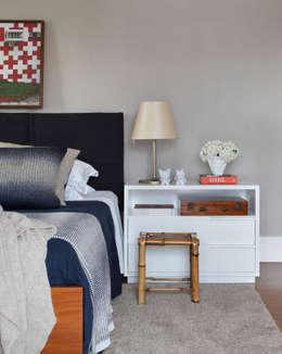 Dormitorios de estilo  por Yamagata Arquitetura