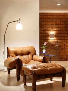 Salas/Recibidores de estilo moderno por Yamagata Arquitetura