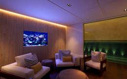 Piscinas modernas por Aquarium Architecture