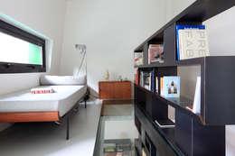MK/97-JT: Bureau de style de style Moderne par Metek Architecture