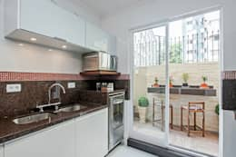 tropical Kitchen by Patrícia Azoni Arquitetura + Arte & Design