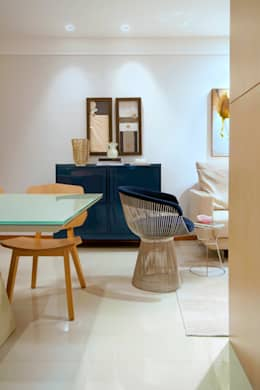 Nosso primeiro AP: Sala de estar  por Coutinho+Vilela