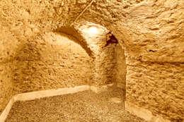 Un Hôtel Particulier à Versailles : Cave à vin de style de style Classique par ATELIER FB