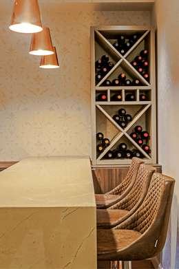 Bodegas de vino de estilo  por Studio Boscardin.Corsi Arquitetura