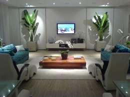 Salas de estar modernas por Luciani e Associados Arquitetura
