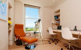 Estudios y oficinas de estilo moderno por Perfect Stays